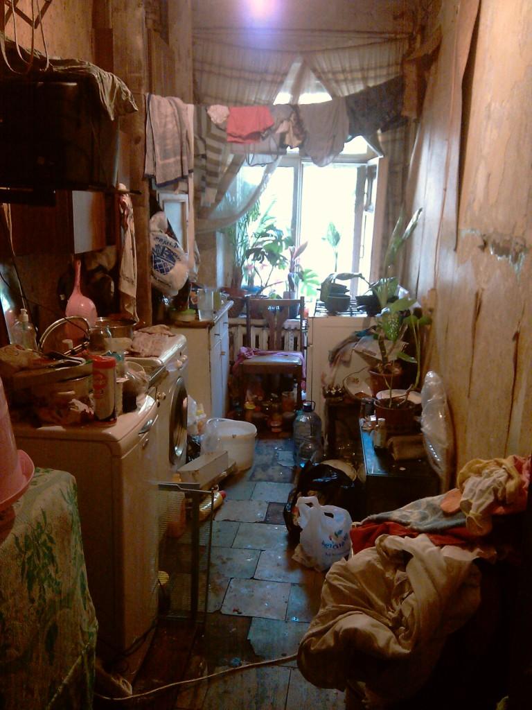 seks-sosedey-v-kommunalnoy-kvartire-po-russki